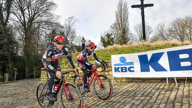 Philippe Gilbert (Lotto Soudal) en reconnaissance, ce jeudi 25 février, sur le célèbre Mur de Grammont. (DIRK WAEM / BELGA MAG)