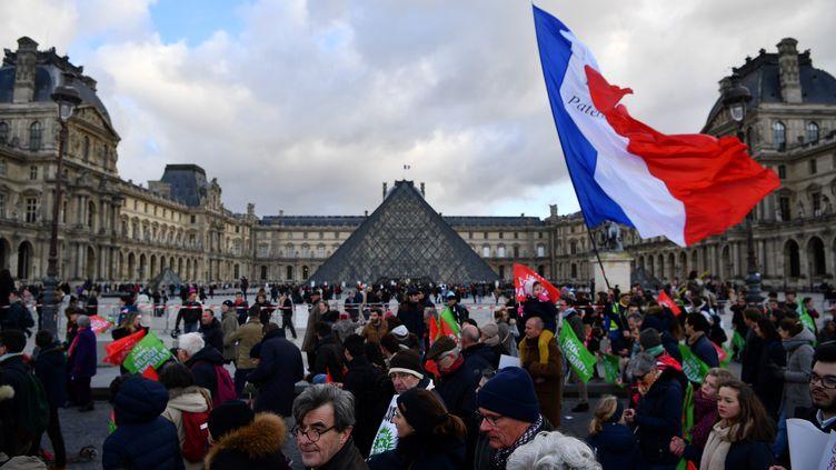 Des participants à une manifestation contre le projet de loi de bioéthique, à Paris, le 19 janvier 2020. (CHRISTOPHE ARCHAMBAULT / AFP)
