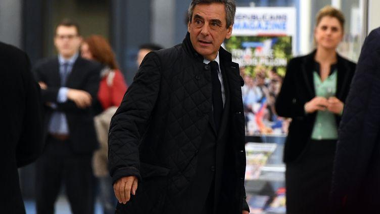 François Fillon, lors de son arrivée au siège des Républicains, à Paris, le 6 mars 2017. (GABRIEL BOUYS / AFP)