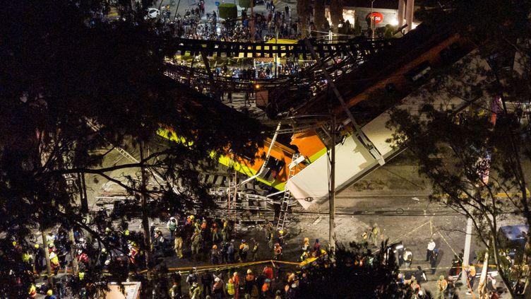 Vue aérienne de l'accident de métro à Mexico (Mexique), le 3 mai 2021. (MANUEL VELASQUEZ / ANADOLU AGENCY / AFP)