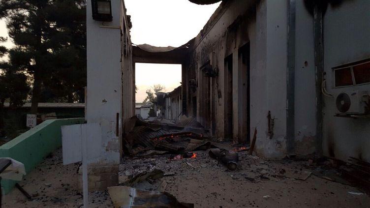 Les braises encore fumantes, quelques heures après le bombardement. (MEDECINS SANS FRONTIERES / FRANCETV INFO)