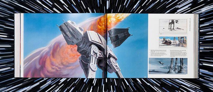 Une peinture préparatoire de Ralph McQuarrie pour L'Empire contre-attaque (1980), deuxième film de la saga Star Wars d'Irwin Kirshner, entourée de vignettes de story-board et d'une photo du film, dans Les Archives Star Wars (Ed. Taschen). (TASCHEN)