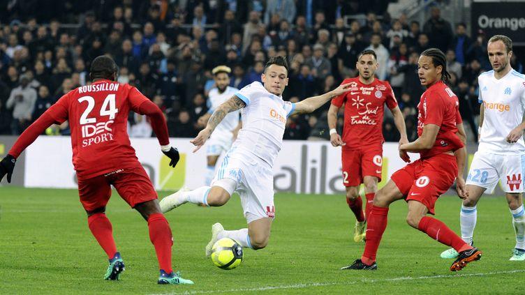 Lucas Ocampos entre les Montpelliérains (FRANCK PENNANT / AFP)