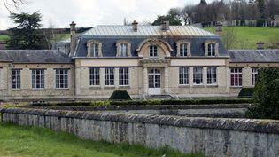 Le vaste domaine de Grignon et son château du XVIIe siècle seront vendus par l'État au promoteur Altarea Cogedim. (KENZO TRIBOUILLARD / AFP)