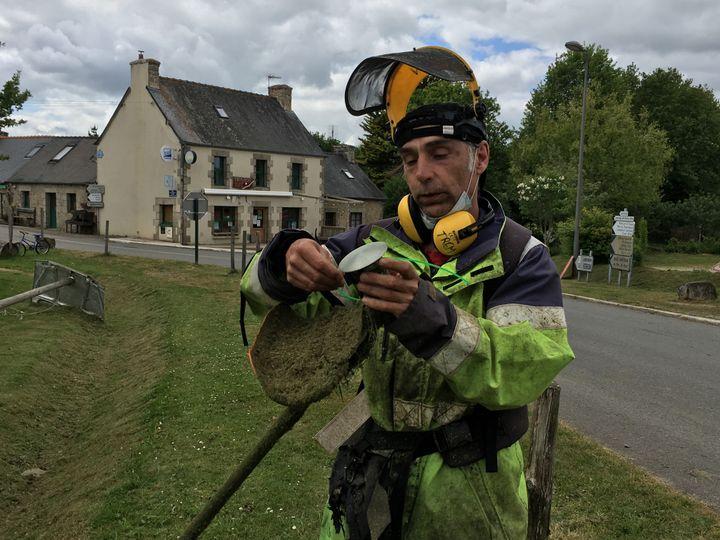 Christophe Sourice à Tremargat (Côtes d'Armor), le 28 mai 2019. (ELISE LAMBERT/FRANCEINFO)