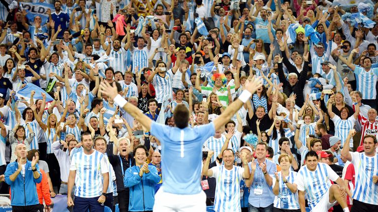 Juan Martin Del Potro célèbre la victoire avec les supporters. (- / AFP)
