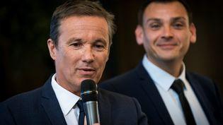 Nicolas Dupont-Aignan et Benjamin Cauchy lors de la conférence de presse de présentation de la liste pour les élections européennes 2019. (LIONEL BONAVENTURE / AFP)