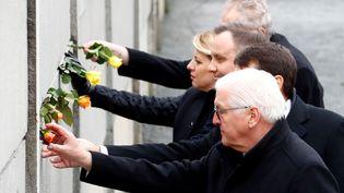 Les présidents allemand, hongrois, polonais, slovaque et tchèque, le 9 novembre 2019 à Berlin (Allemagne), à l'occasion du 30e anniversaire de la chute du Mur. (FABRIZIO BENSCH / AFP)