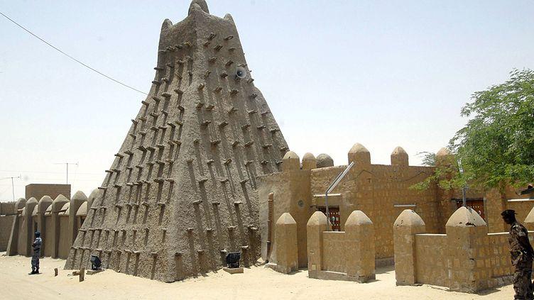 La mosquée de Tombouctou, placée sur la Liste du patrimoine mondial en péril de l'Unescole 28 juin 2012. (HABIB KOUYATE / AFP)