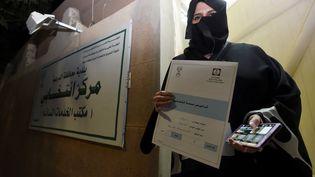 Aljazi Al-Hussaini, candidate saoudienne aux élections municipales, à Riyad(Arabie saoudite), le 29 novembre 2015. (FAYEZ NURELDINE / AFP)