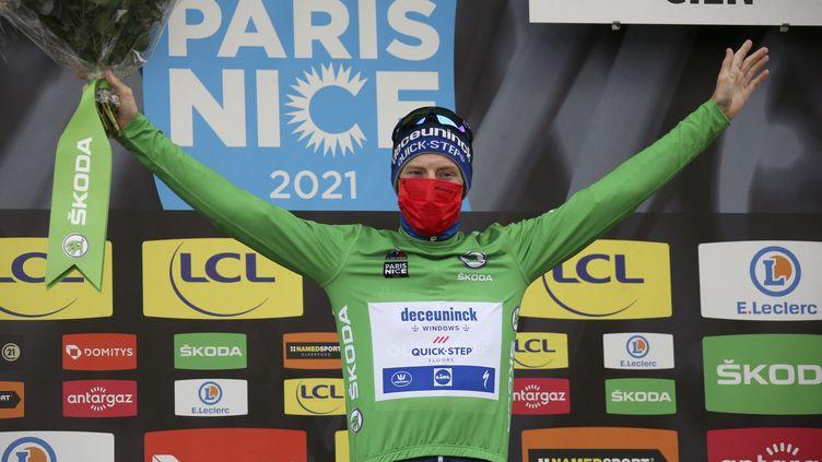 Le sprinteur de la formation Deceuninck, Sam Bennett, sur le podium de Paris-Nice le 9 mars 2021 (JEAN CATUFFE / JEAN CATUFFE)