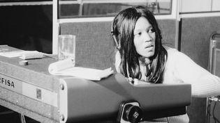 La chanteuse Gloria Jones dans les studios Scorpio à Londres (Grande-Bretagne) en 1974. (ESTATE OF KEITH MORRIS / REDFERNS / GETTYIMAGES)