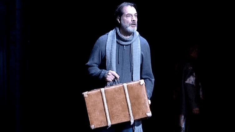 """Samuel Labarthe, l'homme traqué dans """"La Visite de la Vieille dame"""" sur les planches du théâtre d'Orléans  (France3 / Culturebox)"""