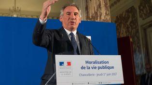 Le ministre de la Justice François Bayrou, le 1er juin 2017, lors d'une conférence de presse pour présenter sa loi de moralisation de la vie publique. (JACQUES WITT / SIPA)