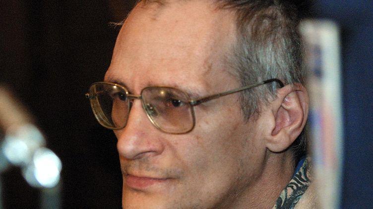 Le tueur en série Francis Heaulme, lors de l'ouverture de son procès pour le meurtre d'Annick Maurice, le 3 décembre 2001 à Metz. (DAMIEN MEYER / AFP)
