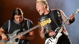 Robert Trujillo et James Hetfield de Metallica à Rio en septembre 2015  (Tassmo Marcelo / AFP)