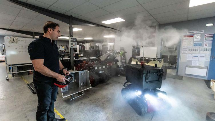 La societe Shark Robotics a mis au point un robot pour desinfecter a distance, le 21 mars 2020. (XAVIER LEOTY / MAXPPP)
