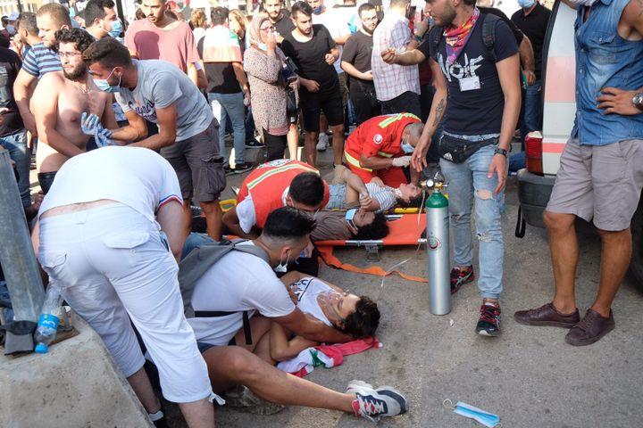 La manifestation de samedi 8 août à Beyrouth a été émaillée d'émeutes et d'affrontements avec les forces de l'ordre. Selon la Croix-Rouge, près de 200 manifestants ont été blessés. La police a annoncé la mort d'un de ses hommes. (NATHANAEL CHARBONNIER / RADIO FRANCE)