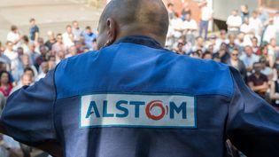 Un syndicaliste lors d'un meeting à l'usine de Belfort d'Alstom, le 13 septembre 2016. (SEBASTIEN BOZON / AFP)