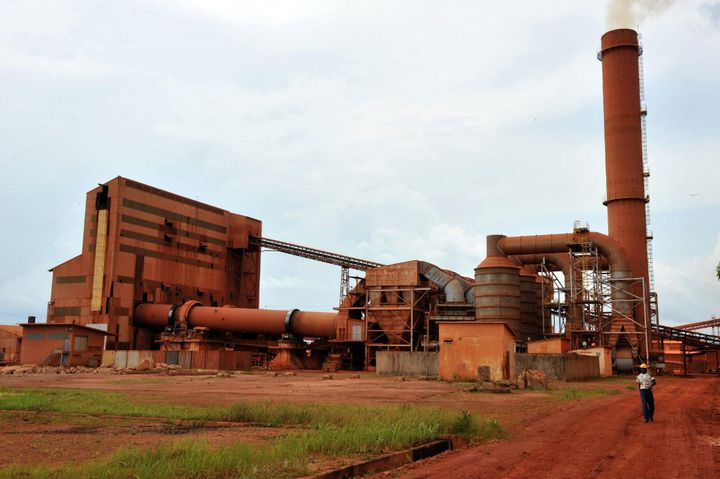 La Guinée est le second producteur de bauxite au monde, minerai dont on fait l'aluminium. (GEORGES GOBET / AFP)
