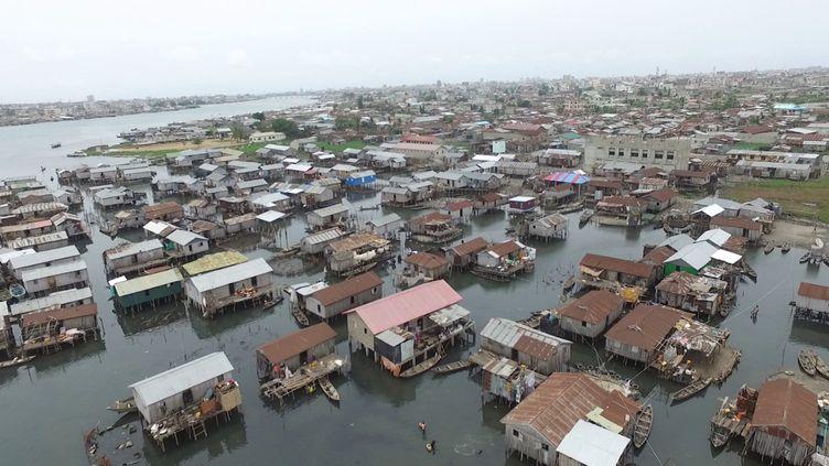 Vue aérienne du quartier lacustre de Ladji à Cotonou au Bénin. (Lozivit, 2018)