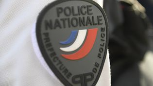 Uniforme de policier. (BERTRAND GUAY / AFP)