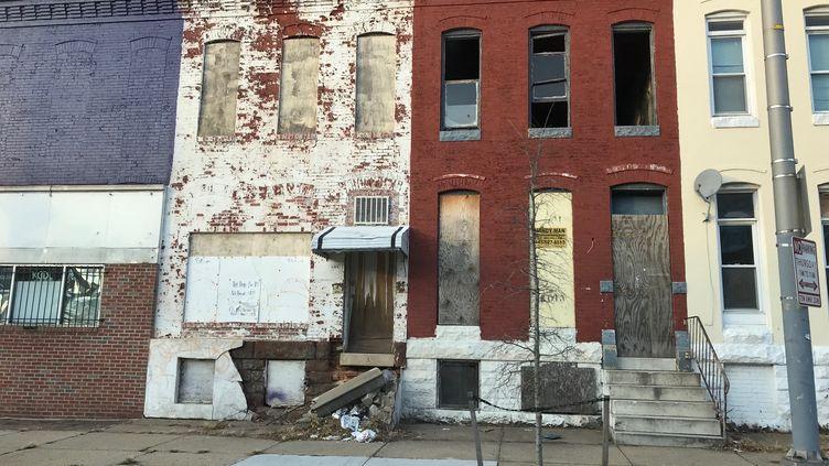 Façade d'un bâtiment à Baltimore, en décembre 2017. (GREGORY PHILIPPS / RADIO FRANCE)