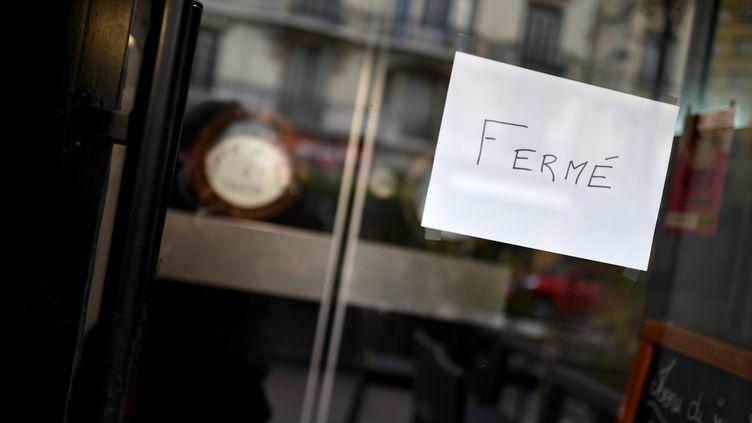 Un commerce fermé à Saint-Etienne (Loire). Photo d'illustration. (REMY PERRIN / MAXPPP)