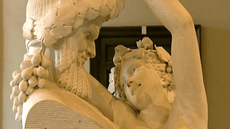 """""""La """"Bacchante"""", l'une des oeuvres majeures d'Albert-Ernest Carrier-Belleuse exposées à Compiègne.  (France 3 Picardie)"""
