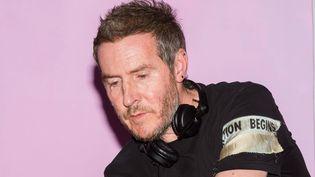 Robert Del Naja alias 3D de Massive Attack, en DJ set lors d'unerassemblementdu mouvement Extinction Rebellion à Londres le 21 avril 2019. (WIKTOR SZYMANOWICZ/REX/SIPA / SHUTTERSTOCK)