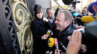 Le secrétaire général du Front national,Steeve Briois, nouveaumaire de Hénin-BEaumont (Pas-de-Calais), arrive à la mairie, le 24 mars 2014. (PHILIPPE HUGUEN / AFP)