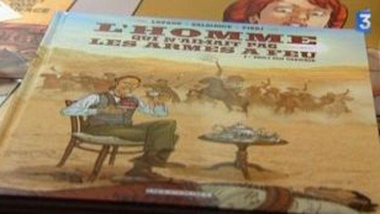 """Sortie de """"L'homme qui n'aimait pas les armes à feu"""", la première BD de Paul Salomone  (Culturebox)"""