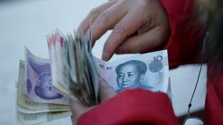 En Chine, le paiement par smarphone remplace peu à peu l'argent liquide (illustration) (REUTERS /JASON LEE)