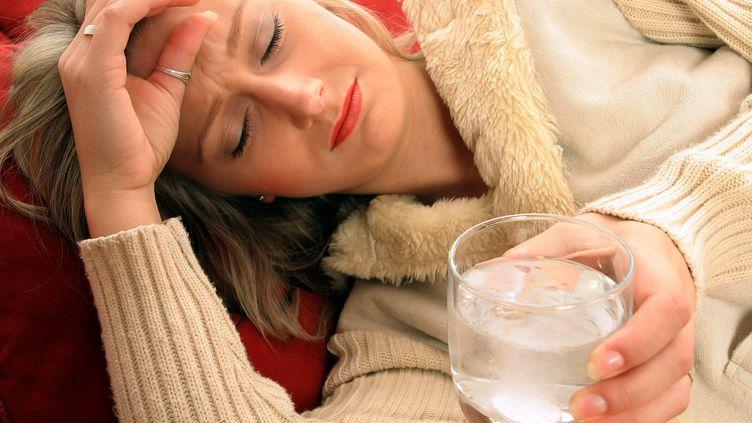 L'aspirine, ou acide acétylsalicylique, est un analgésique et anti-inflammatoire utilisé couramment pour faire baisser la fièvre ou contre les maux de tête. (HEIKO WIESBADEN / AFP)