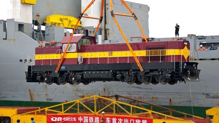 Exportation d'une locomotive chinoise vers l'Estonie (Xue Liqiang / XINHUA)