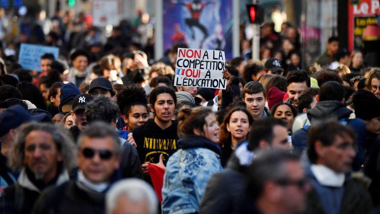 Des lycéens lors d'une manifestation à Marseille le 11 décembre 2018. (GERARD JULIEN / AFP)
