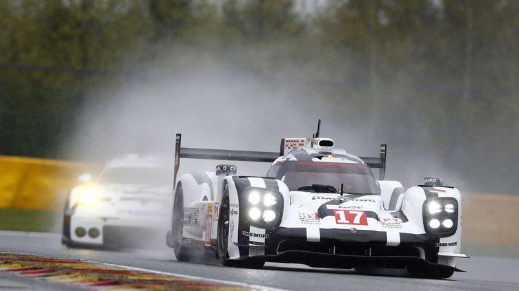 La Porsche 919 Hybrid de Mark Webber sous la pluie de Spa