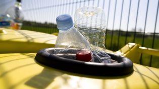 Une poubelle pour déchets recyclables. (CLAUDIUS THIRIET / BIOSPHOTO)
