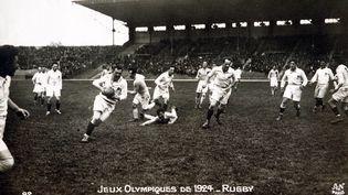 Le premier match entre la France et la Roumanie a eu lieu en 1919, mais les deux équipes se sont également croisées cinq ans plus tard, en 1924, lors des Jeux olympiques de Paris. (POPPERFOTO / POPPERFOTO / GETTYIMAGES)