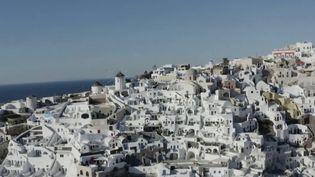 Tourisme : l'île grecque de Santorin attend le retour des touristes (FRANCE 2)