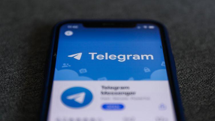 Le logo de Telegram s'affiche sur un écran de téléphone, le 1er décembre 2020, à Cracovie (Pologne). (JAKUB PORZYCKI / NURPHOTO)