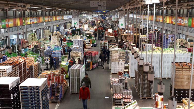 Le pavillon fruits et légumes du marché de Rungis, en mars 2019 (SOPHIE AUVIGNE / FRANCE-INFO)