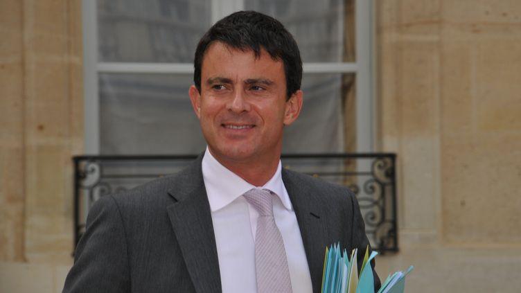 Manuel Valls, à la sortie du conseil des ministres, le 12 septembre 2012 à Paris. (ZAER BELKALAI / CITIZENSIDE.COM / AFP)