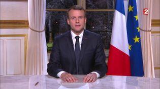 EmmanuelMacron prononce ses vœuxaux Français depuis le palais de l'Elysée, le 31 décembre 2017. (FRANCE TELEVISIONS)