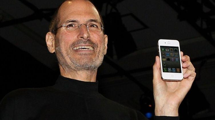 Steve Jobs présente l'iPhone 4 lors d'un keynote à San Francisco (7 juin 2010) (AFP/JUSTIN SULLIVAN)