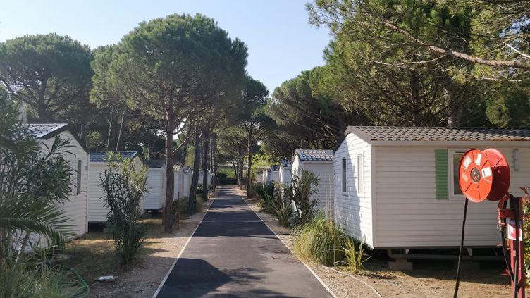 Alors qu'à partir d'avril, les touristes commencent à peupler les stations balnéaires, celles-ci restent désespérement vides cette année, comme ce camping de la Grande-Motte (Hérault), mardi 14 avril 2020. (ÉRIC AUDRA / FRANCEINFO)