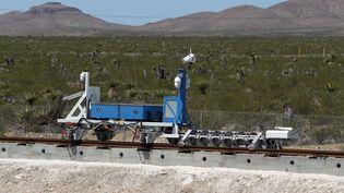 Les essais de l'Hyperloop à Las Vegas le 11 mai 2016. (JOHN GURZINSKI / AFP)