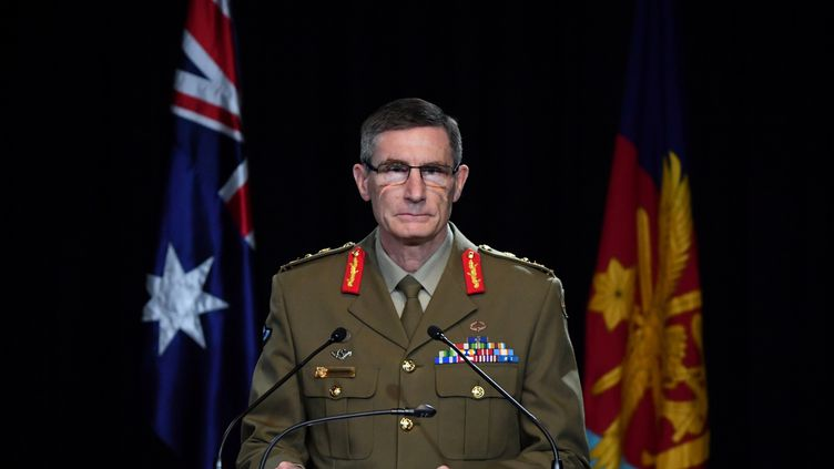 Le général Angus Campbell, plus haut responsable de l'armée australienne, lors d'une conférence de presse à Canberra, le 19 novembre 2020. (MICK TASIKAS / POOL / AFP)