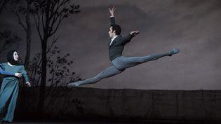 Mathias Heyman est Lenski, l'ami trahi de Onéguine  (Julien Benhamou/Opéra national de Paris)