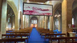 """L'exposition """"Le ciel sur la Terre"""" à l'église Saint-Maximin à Metz. (FRANCEINFO)"""
